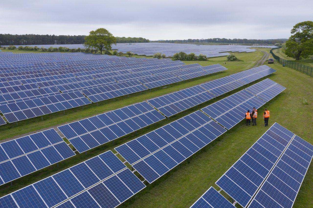 Energia solar fotovoltaica - paineis solares - Lightsource bp