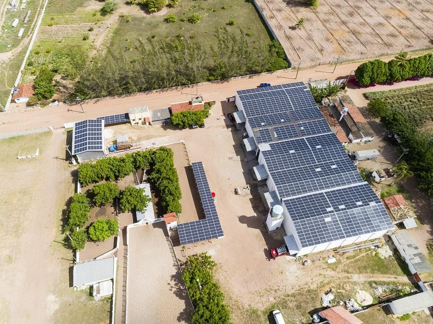 Sistema solar fotovoltaico na sede da indústria Acquaforte